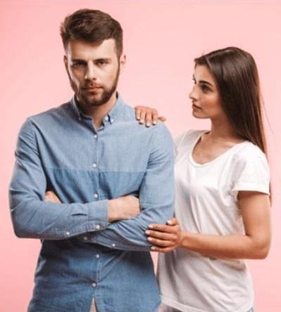Hombre ignorando a una mujer